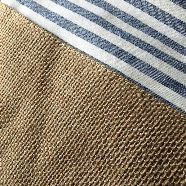 Strandtasche, Sommertasche aus Stoff und Sackleinen; Streifenmuster; innen wasserfest mit Polyester